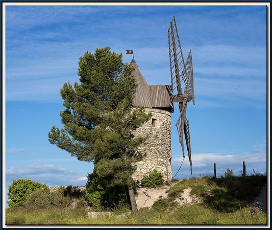 Seitenannsicht der Windmühle von Boulbon, Provence