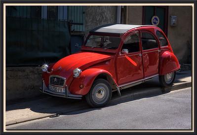 Roter Peugeot 2 CV